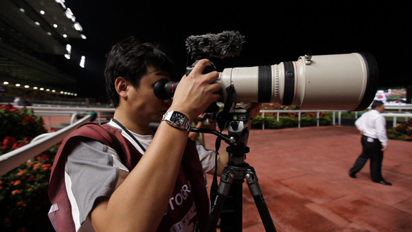 In action at Singapore Turf club with the Canon 1DmkIV, 300mm f2.8 lens
