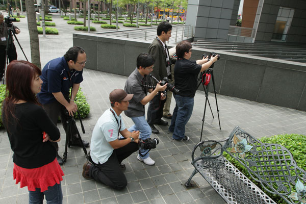 "Seminar participants try their hand at ""35mm look"" outside"