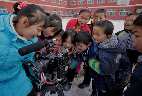 The schoolchildren check out the 550D