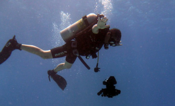 Diving with the 5D mkII / Photo by Ben Davies