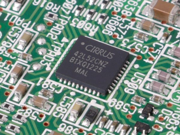 CIRRUS LOGIC's AD converter is installed. The question is how well will the preamp work?
