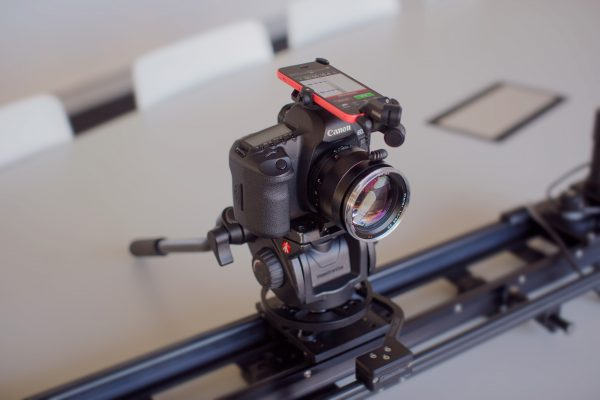 The iXY can attach to the top of your DSLR using the accessory RodeGrip