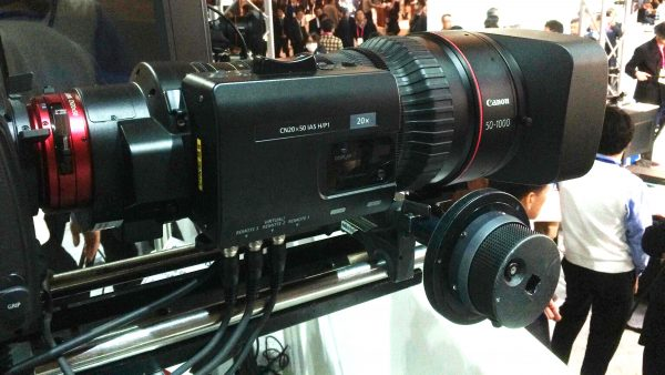The lens comes with a servo unit for full control