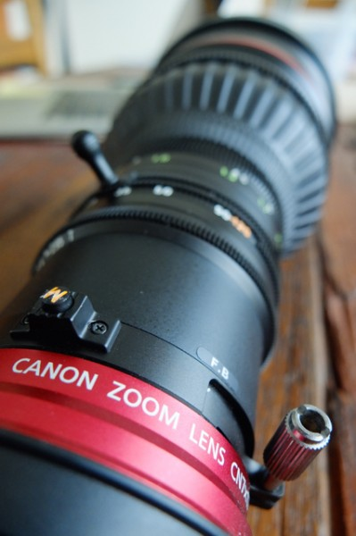 The lens features a macro focus adjustment