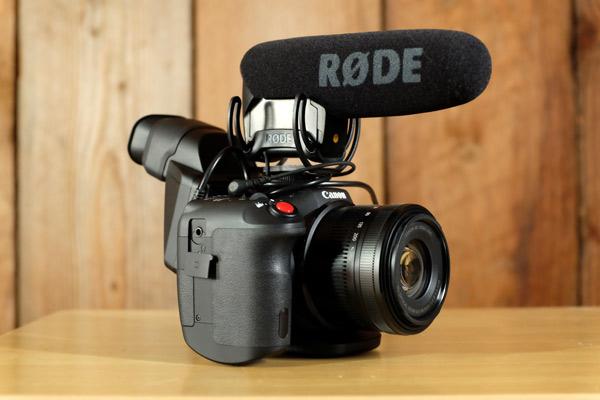 Canon-XC10-Rode-Videomic-Pro-Loupe-EVF