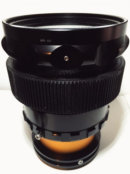 All you need to focus on the Rectilux is the single focus ring. A lens gear makes this easier to do.