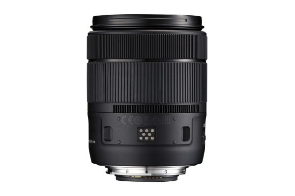 Contacts on the underside of the lens communicate with the power zoom attachment.
