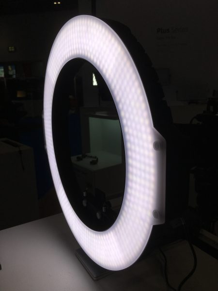 The 720-series ringlight is available in several different versions.