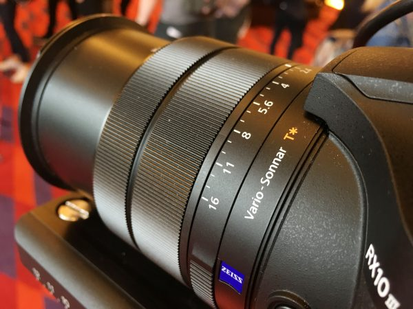 The lens has seperate rings  for focus, iris and zoom.