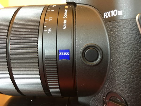 There is an assignable button on the side of the lens barrel.