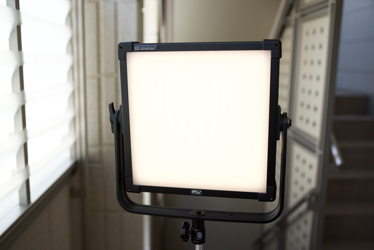 field test f v z400s bi colour soft 1x1 led panel newsshooter. Black Bedroom Furniture Sets. Home Design Ideas