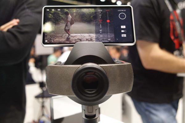 The Leicina VC has an optional smartphone interface/monitor