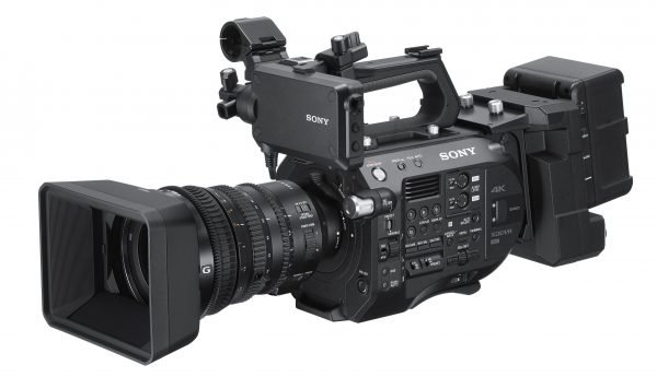 You still need the optional, rear mounted XDCA adapter if you want Raw output from the FS7 II