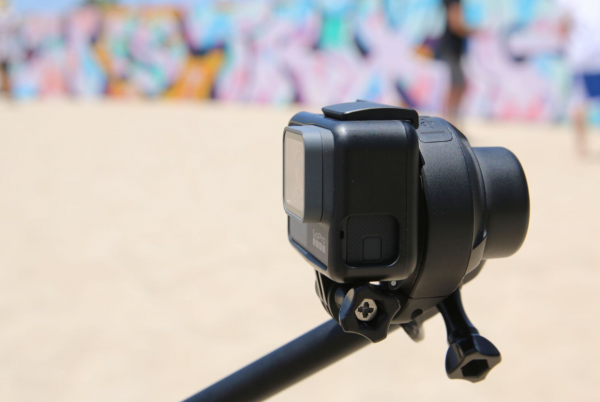 Quark – world's smallest waterproof stabiliser for GoPro & other action cameras