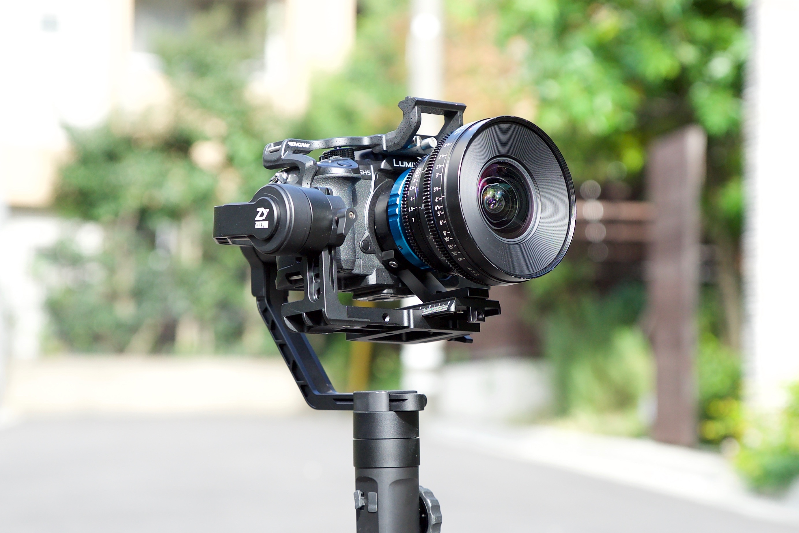 Zhiyun-Tech Crane 2 – 3-axis handheld stabilizer with integrated follow focus review - Newsshooter