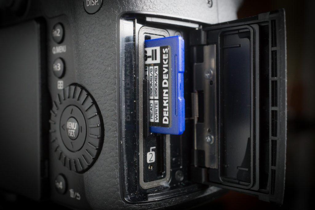 GH5 card slot