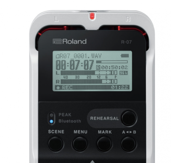 CES 2018 – Roland R-07 Portable Audio Recorder