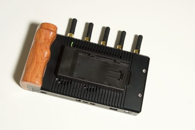 Powering the Vaxis Storm Focus 058 can be done via DC in, Sony NP-F or Canon LP-E6 batteries
