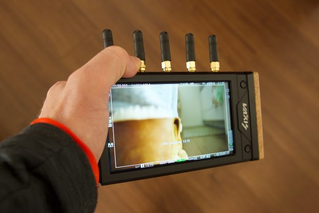 You can hold the Vaxis Storm Focus 058 with one hand