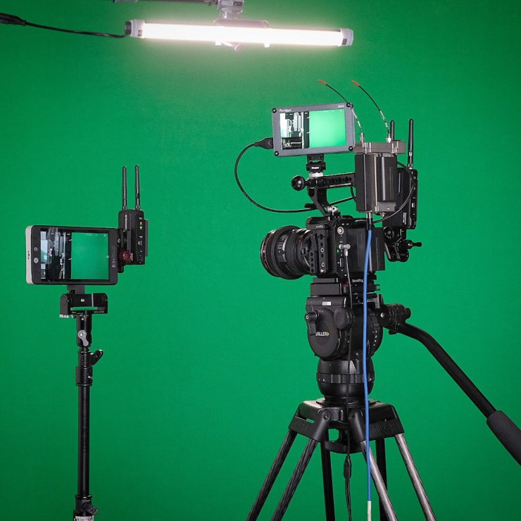 Hollyland Mars 300 attached to Smallrig Magic Arm