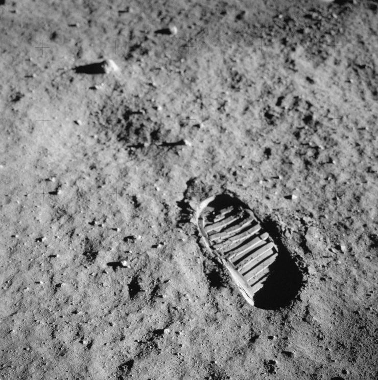 Neil Armstrongs footprint in lunar soil © NASA
