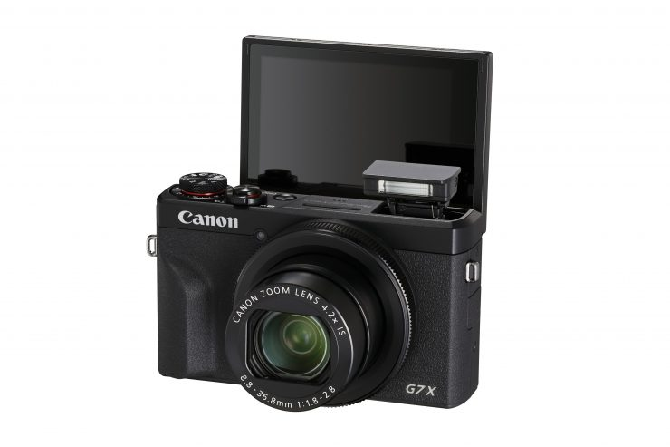 Canon tempts mobile snappers with two new PowerShot compacts
