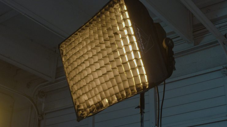 NovaP300cSoftbox with grid