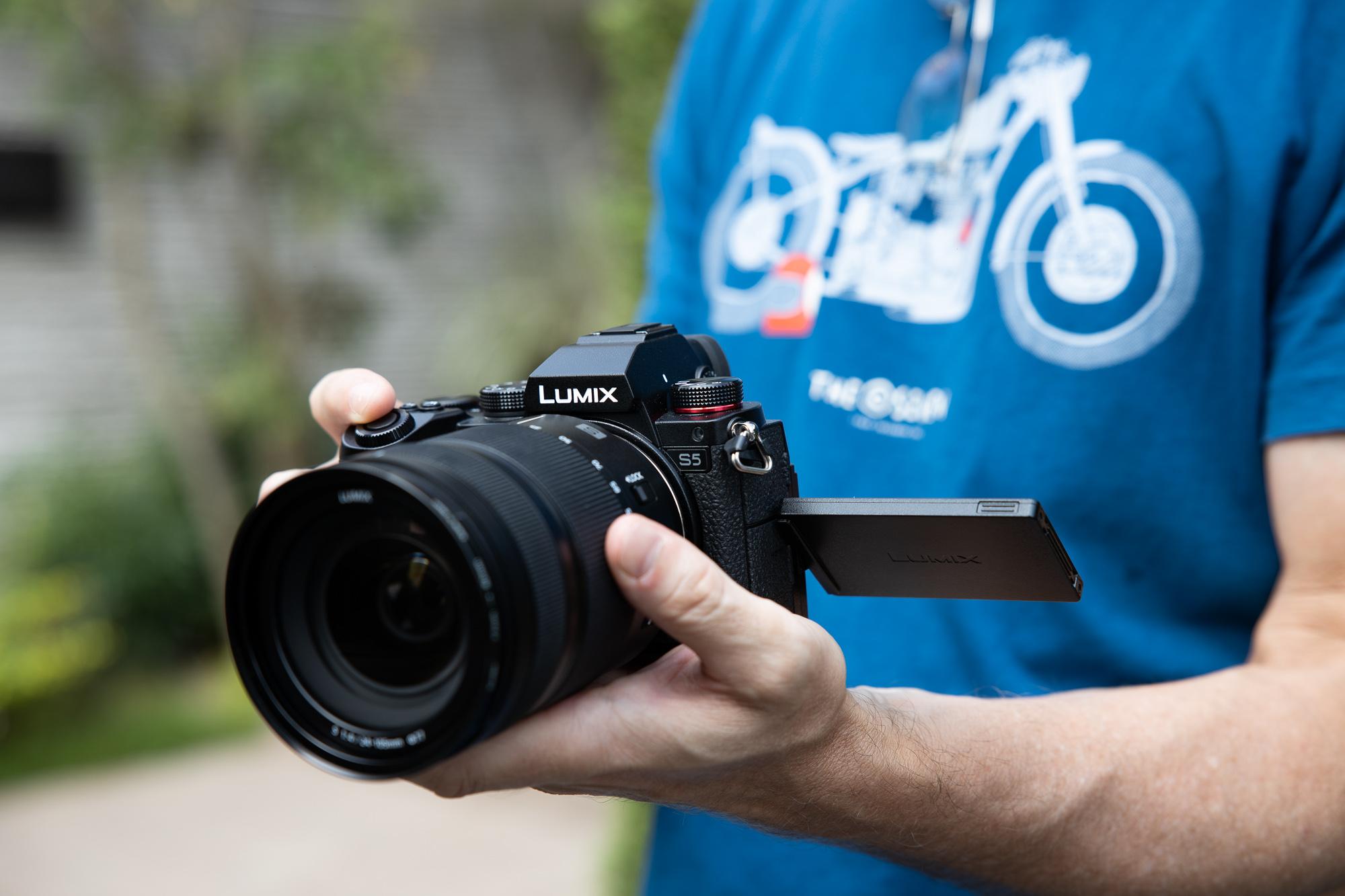 25 Panasonic Lumix S10 Review   Newsshooter