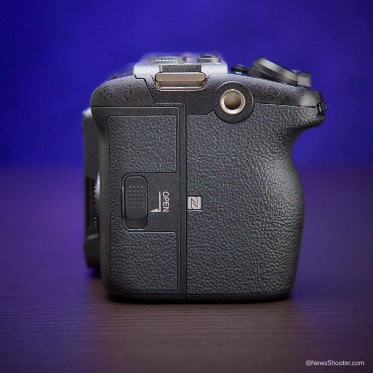 Sony FX3 tap on grip side